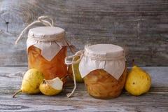 Φρέσκες αχλάδια και μαρμελάδα αχλαδιών Στοκ Φωτογραφίες