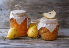 Φρέσκες αχλάδια και μαρμελάδα αχλαδιών Στοκ Εικόνα