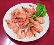 Φρέσκες βρασμένες στον ατμό γαρίδες για να φάει Στοκ Εικόνες