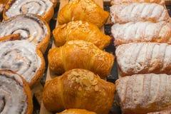 Φρέσκες ζύμες για την πώληση στο αρτοποιείο στοκ φωτογραφία με δικαίωμα ελεύθερης χρήσης