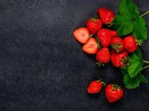 Φρέσκες κόκκινες φράουλες με το διάστημα αντιγράφων Στοκ εικόνα με δικαίωμα ελεύθερης χρήσης