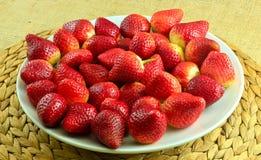 φρέσκες κόκκινες φράουλ Στοκ φωτογραφία με δικαίωμα ελεύθερης χρήσης