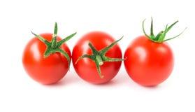 Φρέσκες ντομάτες κερασιών στο άσπρο υπόβαθρο, ακατέργαστα τρόφιμα και vegetabl Στοκ εικόνα με δικαίωμα ελεύθερης χρήσης
