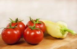 φρέσκες ντομάτες πιπεριών κίτρινες Στοκ Φωτογραφία