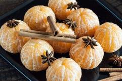 Φρέσκες ξεφλουδισμένες tangerine, anisetree και κανέλα Στοκ εικόνα με δικαίωμα ελεύθερης χρήσης
