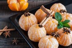 Φρέσκες ξεφλουδισμένες tangerine, anisetree και κανέλα Στοκ φωτογραφία με δικαίωμα ελεύθερης χρήσης