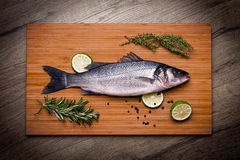 Φρέσκες πέρκες θάλασσας έτοιμες να μαγειρευτούν Στοκ φωτογραφία με δικαίωμα ελεύθερης χρήσης