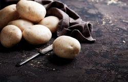 φρέσκες πατάτες ακατέργα& στοκ φωτογραφία με δικαίωμα ελεύθερης χρήσης