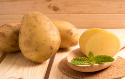 φρέσκες πατάτες νόστιμες Στοκ Εικόνες