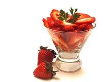 φρέσκες τεμαχισμένες φράουλες Στοκ εικόνα με δικαίωμα ελεύθερης χρήσης