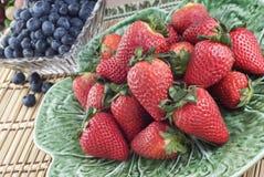 φρέσκες φράουλες βακκ&iota Στοκ Φωτογραφίες