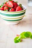 φρέσκες φράουλες κύπελλων Στοκ Εικόνα