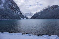 Φρέσκες χιονοπτώσεις στο Lake Louise στοκ εικόνα