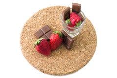Φρέσκες ώριμες φράουλα και σοκολάτα Στοκ Φωτογραφίες