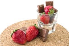 Φρέσκες ώριμες φράουλα και σοκολάτα Στοκ φωτογραφίες με δικαίωμα ελεύθερης χρήσης