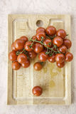 Φρέσκες juicy κόκκινες ντομάτες κερασιών Στοκ Εικόνα