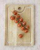 Φρέσκες juicy κόκκινες ντομάτες κερασιών στοκ φωτογραφία με δικαίωμα ελεύθερης χρήσης