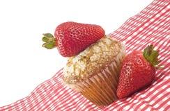 φρέσκες muffin φράουλες στοκ φωτογραφία με δικαίωμα ελεύθερης χρήσης