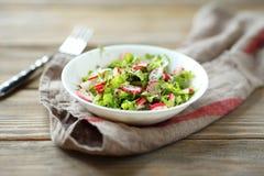 Φρέσκια θερινή σαλάτα στο κύπελλο Στοκ φωτογραφίες με δικαίωμα ελεύθερης χρήσης