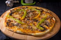 Φρέσκια και νόστιμη Peperoni πίτσα Στοκ Εικόνα