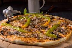Φρέσκια και νόστιμη Peperoni πίτσα Στοκ εικόνες με δικαίωμα ελεύθερης χρήσης