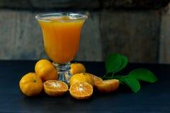 Φρέσκια κινεζική πορτοκαλιά περικοπή και χυμός από πορτοκάλι στοκ εικόνες