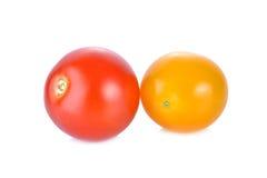 Φρέσκια κόκκινη και κίτρινη ντομάτα κερασιών στο άσπρο υπόβαθρο Στοκ Φωτογραφία