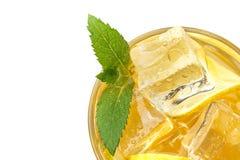 Φρέσκια λεμονάδα με τον πάγο και τη μέντα Θερινή διάθεση απομονωμένος στοκ φωτογραφία με δικαίωμα ελεύθερης χρήσης