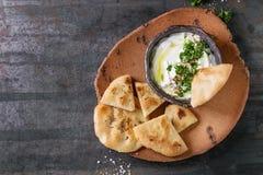 Φρέσκια λιβανέζικη εμβύθιση τυριών κρέμας Labneh στοκ φωτογραφία