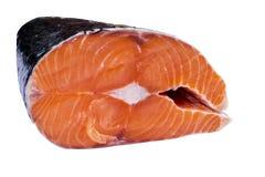 Φρέσκια μπριζόλα σολομών που απομονώνεται στο άσπρο υπόβαθρο Κόκκινη μπριζόλα ψαριών σολομών Μεγάλος σωρός της μπριζόλας σολομών  Στοκ εικόνα με δικαίωμα ελεύθερης χρήσης