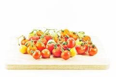 Φρέσκια ντομάτα στο ξύλο στοκ εικόνες με δικαίωμα ελεύθερης χρήσης