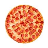 Φρέσκια νόστιμη πίτσα με pepperoni που απομονώνονται στο άσπρο υπόβαθρο r στοκ φωτογραφία