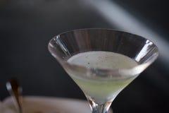 Φρέσκια πράσινη λεμονάδα μίγματος με τον κρύο πάγο Στοκ εικόνες με δικαίωμα ελεύθερης χρήσης