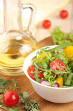 Φρέσκια σαλάτα με το πιπέρι και τα κρεμμύδια ντοματών Στοκ Φωτογραφίες