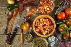 Φρέσκια σαλάτα ντοματών με τον τόνο και το τυρί τρόφιμα σιτηρεσίου πρόγευμα υγιές Στοκ Εικόνες
