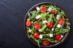 Φρέσκια σαλάτα άνοιξη με το rucola στοκ φωτογραφίες