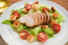 φρέσκια σαλάτα κοτόπουλ&om Στοκ Εικόνες