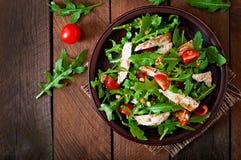 Φρέσκια σαλάτα με τη λωρίδα κοτόπουλου Στοκ εικόνες με δικαίωμα ελεύθερης χρήσης