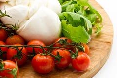 Φρέσκια σαλάτα με τις ντομάτες κερασιών, rucola, μοτσαρέλα Στοκ Εικόνες