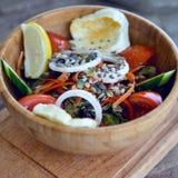 Φρέσκια σαλάτα με τις ντομάτες σπόρων λεμονιών τεύτλων Στοκ φωτογραφία με δικαίωμα ελεύθερης χρήσης