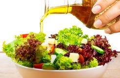 Φρέσκια σαλάτα με το ελαιόλαδο Στοκ Εικόνες