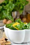 Φρέσκια σαλάτα σπανακιού. Κινηματογράφηση σε πρώτο πλάνο. στοκ φωτογραφίες με δικαίωμα ελεύθερης χρήσης