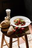 Φρέσκια σαλάτα στο πιάτο Στοκ Εικόνες