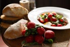 Φρέσκια σαλάτα στο πιάτο Στοκ Εικόνα