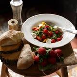 Φρέσκια σαλάτα στο πιάτο Στοκ Φωτογραφίες