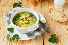 Φρέσκια σούπα πατατών με chickpeas Στοκ εικόνες με δικαίωμα ελεύθερης χρήσης