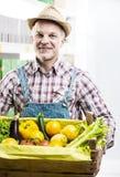 Φρέσκια συγκομιδή της Farmer στοκ φωτογραφία με δικαίωμα ελεύθερης χρήσης