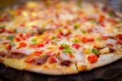 Φρέσκια τεμαχισμένη πίτσα στοκ εικόνα με δικαίωμα ελεύθερης χρήσης