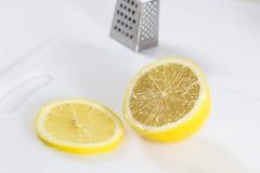 φρέσκια φέτα λεμονιών κίτρινη Στοκ φωτογραφία με δικαίωμα ελεύθερης χρήσης