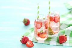 φρέσκια φράουλα ποτών Στοκ Εικόνες